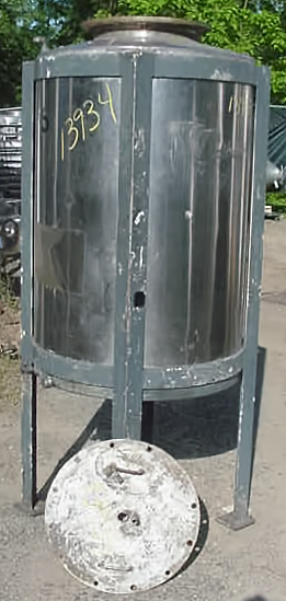 VERTICAL CLOSED TOP TANK