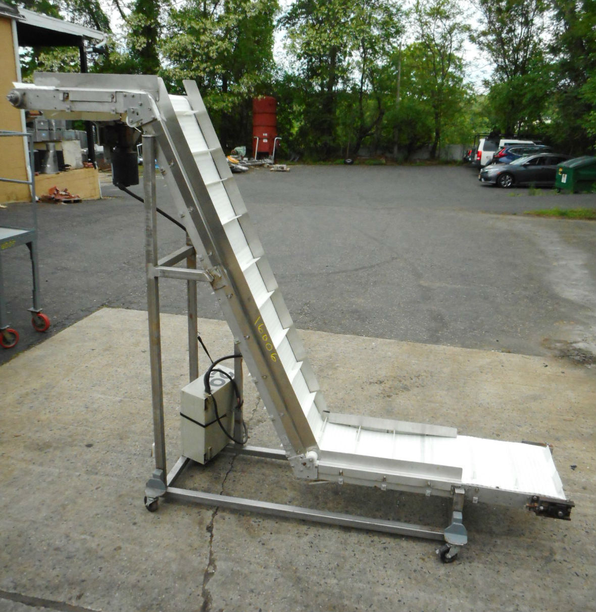 CLEATED INCLINED SS BELT CONVEYOR
